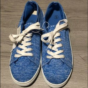Blue Lounge Sneakers Womens 9 New Flaw